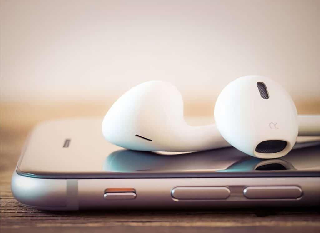 Podcasty se dobře poslouchají ve sluchátkách